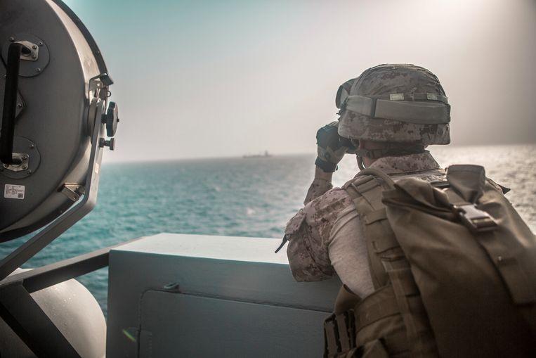 Een militair op een Amerikaans marineschip in de Straat van Hormuz (Perzische Golf). (archieffoto)