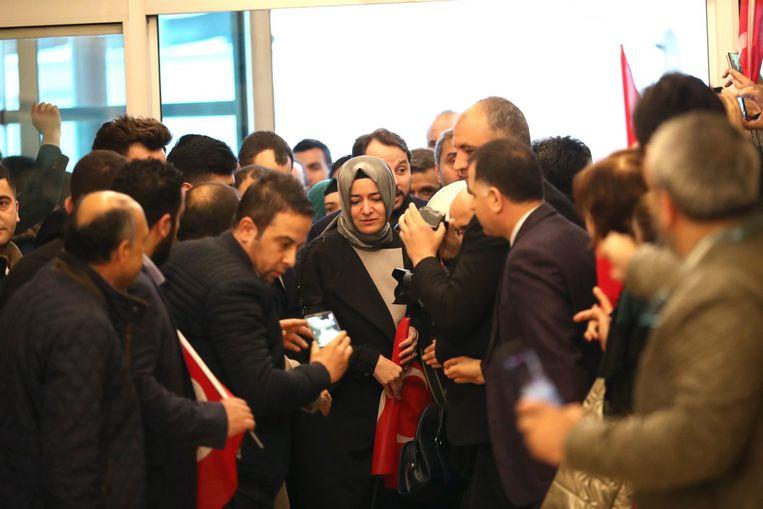 De Turkse minister van Familiezaken Fatma Betul Sayan Kaya bij terugkomst in Ankara Beeld ANP