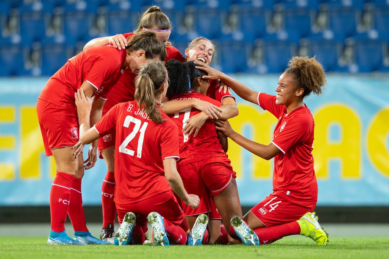 Ashleigh Weerden van FC Twente maakt 0-2.