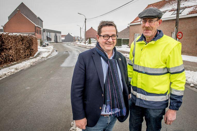 Moorslede - wegen- en rioleringswerken in de Roeselaarsestraat  burgemeester Ward Vergote & schepen van openbare werken Geert Vanthuyne