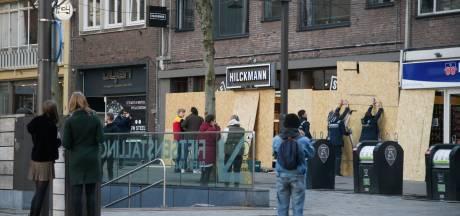 Noodbevel in Nijmegen afgekondigd vanwege oproep tot rellen; winkeliers timmeren ramen dicht