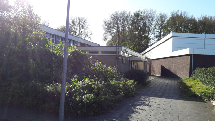 De moskee (links) ligt aan de Begoniastraat.