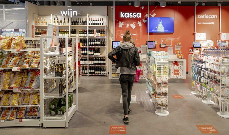 Interieur van de HEMA in Eindhoven. De winkelketen kampt met een zware schuldenlast.  Beeld ANP
