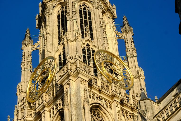 De kathedraal zal het even zonder wijzerplaat moeten stellen