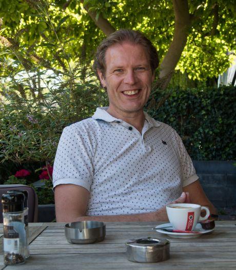 Wethouder Harderwijk ontlokt discussie na tweet over 'smerige' rokers op terras: 'Bij elke hap van m'n uitsmijter kreeg ik een hap rook binnen'