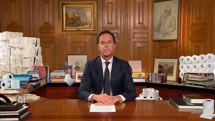 Premier Rutte heeft tientallen rollen wc-papier achter zich gephotoshopt gekregen.
