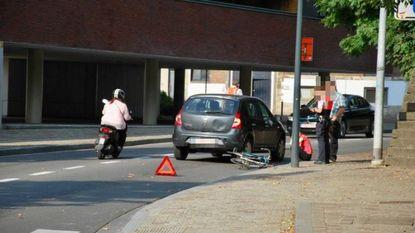 Fietser naar ziekenhuis na aanrijding met wagen