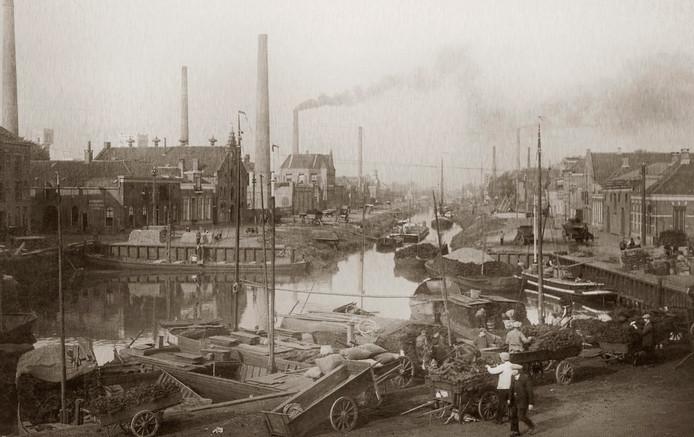 Almelo in 1900. Op dezelfde plek is de foto bovenaan dit artikel gemaakt.