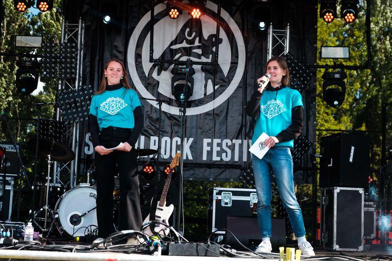 Schoolrock met een optreden van Tin Fingers.