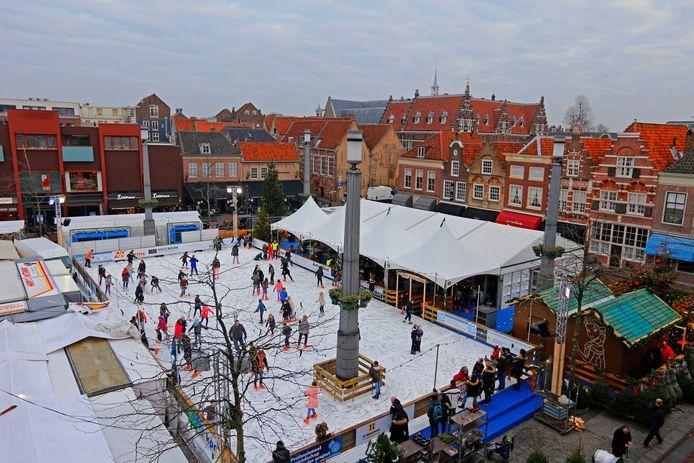 De laatste keer dat de kerstijsbaan in Dordrecht was, was rond Kerstmis 2016 op het Statenplein.
