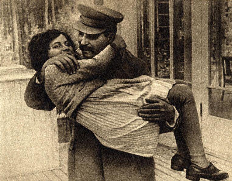 Stalin met zijn dochter Svetlana. Beeld null