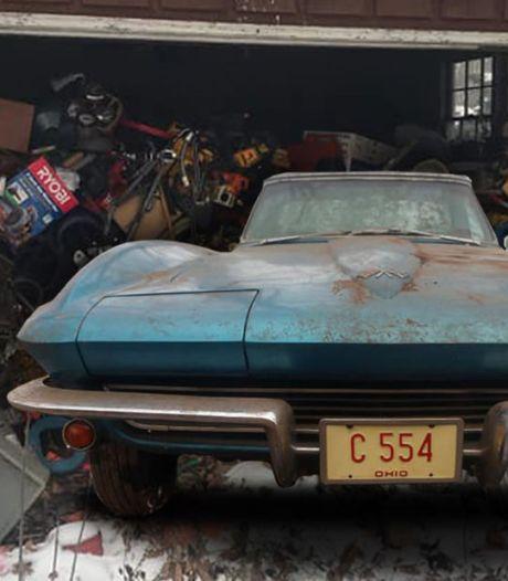 Zeldzame sportwagen zat 50 jaar verborgen onder een berg afval