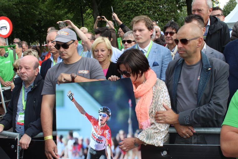 De mensen van de fanclub van Bjorg stonden vooraan aan de start, met een grote foto van hun held.