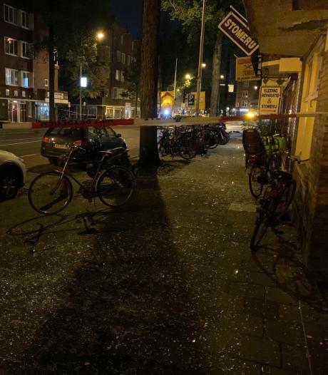 Slapende bewoner geraakt door rondvliegend glas bij plofkraak Amsterdam