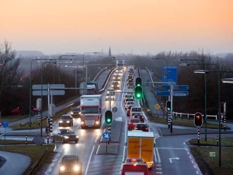 Neder-Betuwe wil meer haast met maatregelen Rijnbrug
