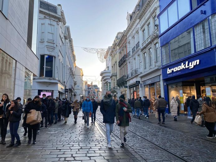 Ook in de Veldstraat was het zaterdagnamiddag erg druk.