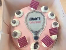 Roze taart voor burgemeester Milo Schoenmaker