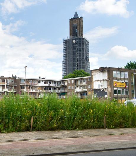 Windstil en toch weer uitstel plaatsen balkons aan torens Eusebiuskerk