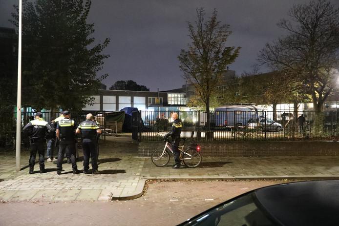 Een bijeenkomst van de actiegroep Kick Out Zwarte Piet (KOZP) in een pand in de Beatrijsstraat in Den Haag is gisteravond hevig verstoord.