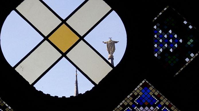 EINDHOVEN De ramen van de Kapel bieden nu uitzicht op het Jezusbeeld op de toren van de Paterskerk in Eindhoven. Hoewel de verbouwing nog niet klaar is, opende Dela de deuren van Mariënhage/Domusdela  tijdens de open monumentendagen.