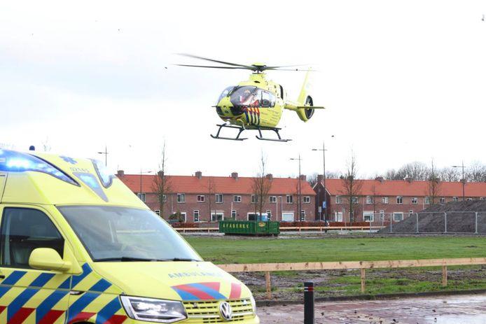 Medewerkers van beide gealarmeerde ambulances kregen in Emmeloord assistentie van het medisch team in de traumahelikopter.