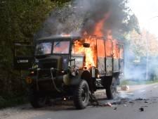 Helmonder ziet zijn oude Bedford in vlammen opgaan
