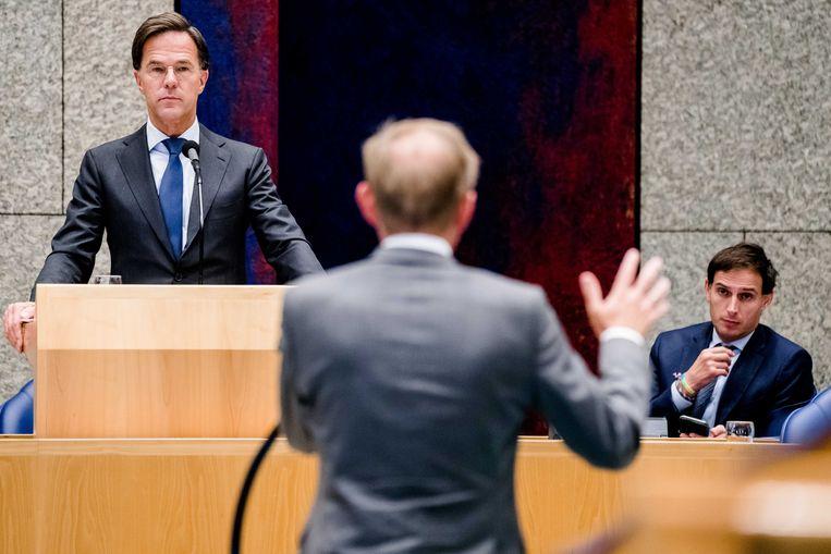 Alleen SGP-leider Kees van der Staaij (op de rug gezien) waagde het deze week zijn zorgen te uiten.  Beeld ANP