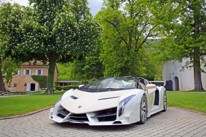 La Lamborghini Veneno devrait rapporter entre 4,5 et 5 millions d'euros.
