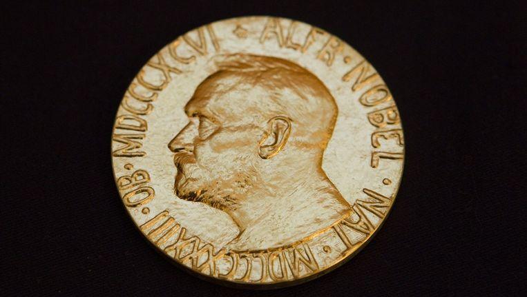 Nobelprijswinnaars ontvangen een medaille en een geldbedrag. Beeld epa