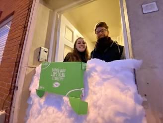 """Finn (24) en Elliot (23) kunnen huis niet uit door sneeuwmuur van vrienden: """"Een grap om ze binnen te houden"""""""