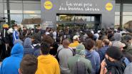 Chaos bij Franse Lidl die stunt met PlayStation-actie: vechtpartijen en traangas ingezet