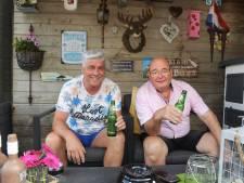 Buren Leo (65) en Ben (55) zijn al 22 jaar onafscheidelijk: 'We helpen elkaar altijd, dat hoeven we niet te vragen'
