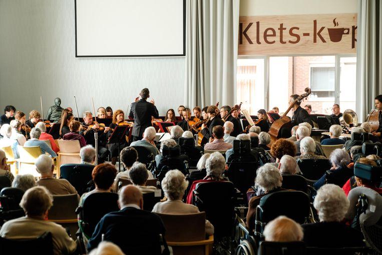 Honderd bewoners van Immaculata en veertig bezoekers van dienstencentrum Den Appel genoten van het klassiek concert.