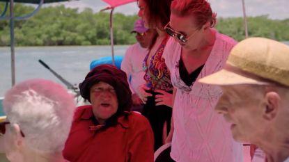 Wilde momenten in 'De Wereld Rond Met 80-jarigen': reizigers staan oog in oog met een krokodil