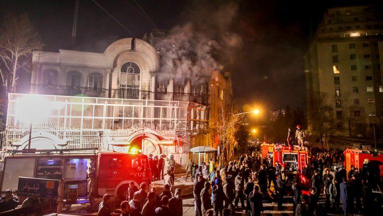 Protesten bij de Saoedische ambassade in Teheran mondden uit in brandstichting.