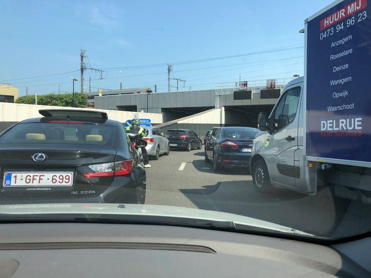 Dit beeld krijgen automobilisten vaak te zien als de Konterdambruggen geopend zijn in Oostende