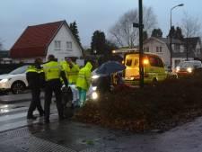 Oudere man op zebrapad in Soest geschept door auto