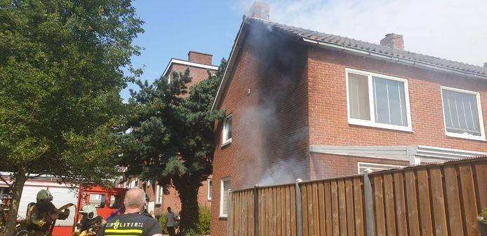 De brandweer is zondag uitgerukt voor een woningbrand in Hengelo.