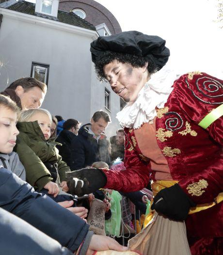 Burgemeester Mikkers ondanks spanningen tevreden over intocht Den Bosch: 'Balanceren tussen kinderfeest en demonstraties'