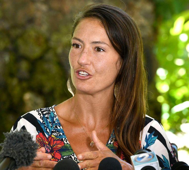 Amanda Eller tijdens de persconferentie.