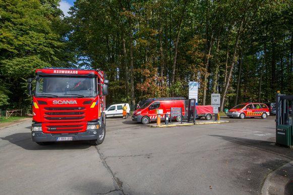 De brandweer komt massaal ter plaatse op de site.