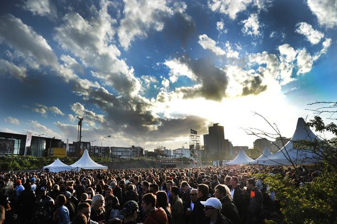 Het dancefeest op het Spuiplein tijdens het Bevrijdingsfestival Vlissingen 2015.