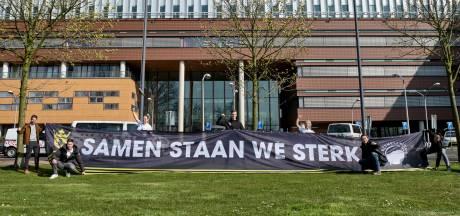 Spandoek 'Samen staan we sterk' voor Vlietland Ziekenhuis