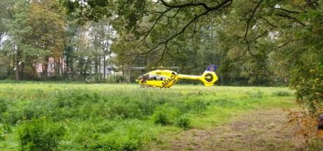 Gewonde met spoed naar ziekenhuis na ongeluk op bouwplaats in Enschede
