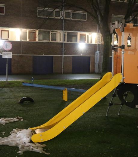 Verkeersbord 'Kinderen aangelijnd' geplaatst bij speeltuin in Den Bosch