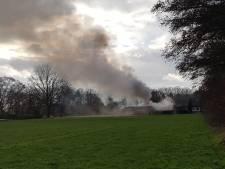 Uitslaande schuurbrand Albergen onder controle