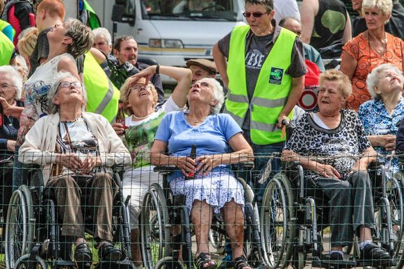 De Ledegemse bejaarden genoten van het spektakel.