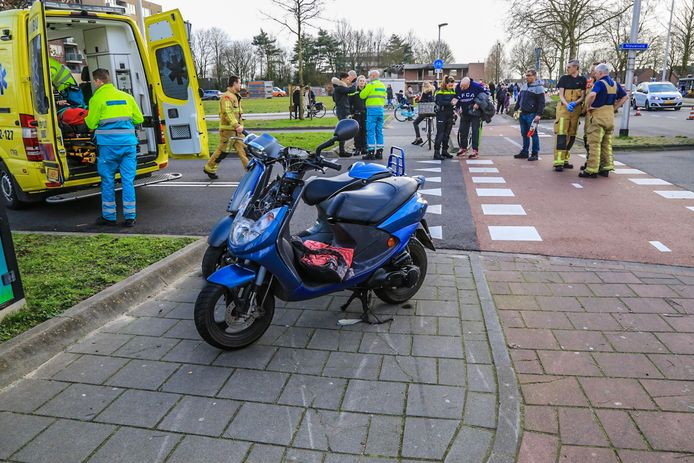 Automobilist rijdt door na aanrijding in Helmond.