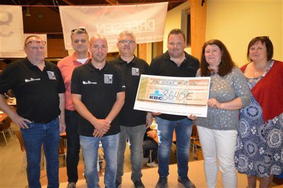 De cheque van 8.640 euro werd overhandigd aan Kleine Prins