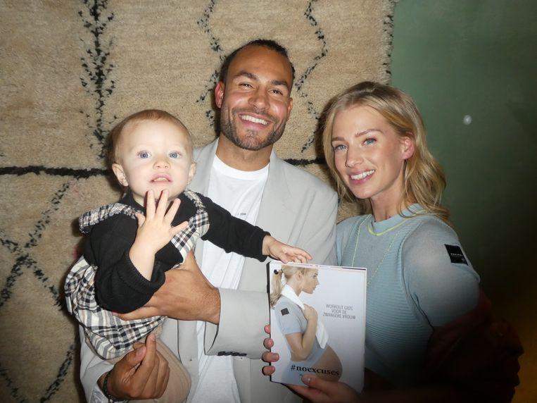 Auteur Marrit Nicolai, haar partner Warner Hahn en de baby die het allemaal mogelijk maakte, Daisy. Beeld Hans van der Beek